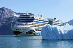 Aida Kreuzfahrtschiff - an Bord sind viele Bühnen für Events und Gesangsauftritte.