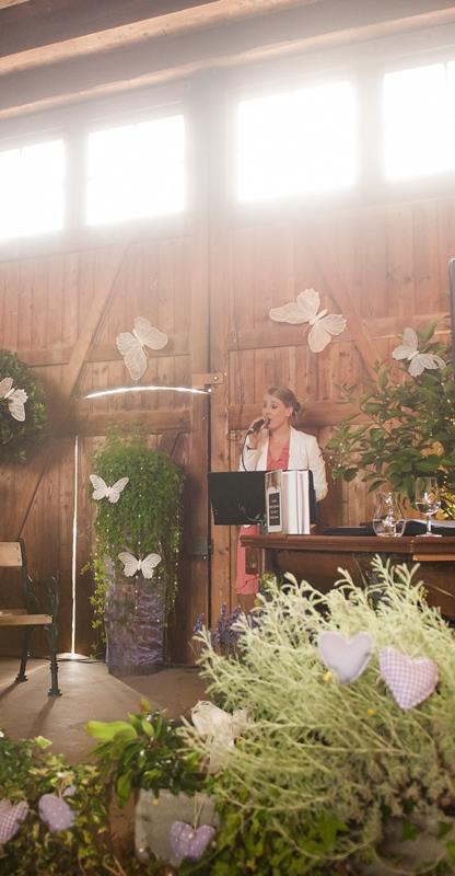 Livegesang in der Stallstube Riethof bei Dachsen- freie Trauung - Hochzeitssaenger Martina Luise