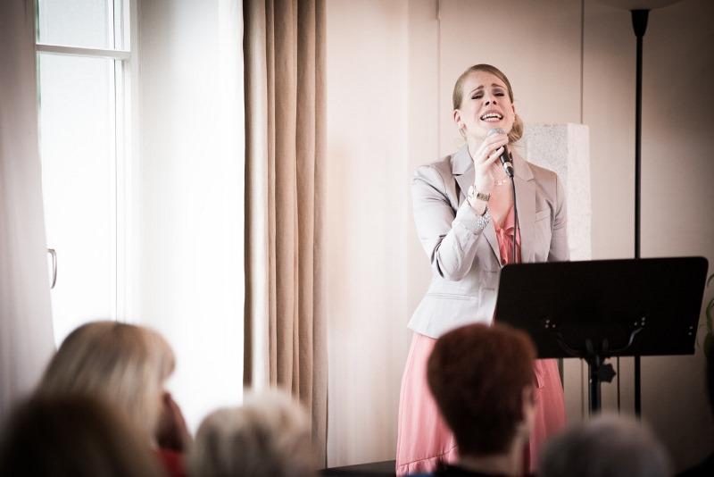Gesangsaufnahme während einer freien Trauung im Schloss Wartegg am Bodensee am Rorschacherberg