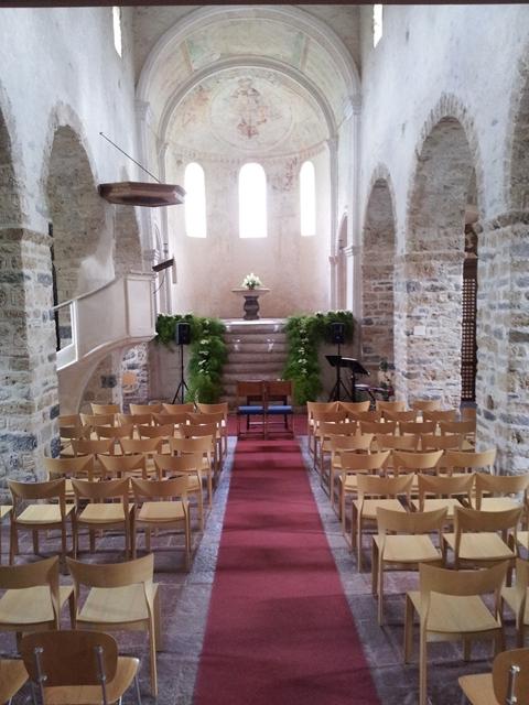 Kirche beim Schloss in Spiez in Thun - kirchliche Hochzeit