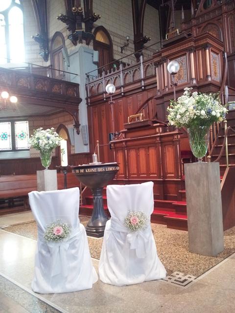 wunderschöne Kirche in Zuerich - Livegesang - Hochzeitssaenger Martina Luise Reinhard