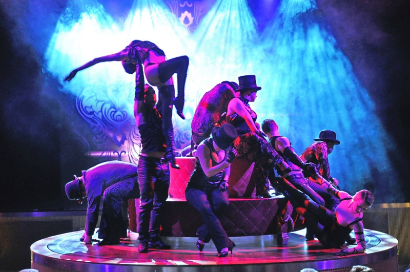 Show: QUEEN AIDAdiva Showensemble 2012
