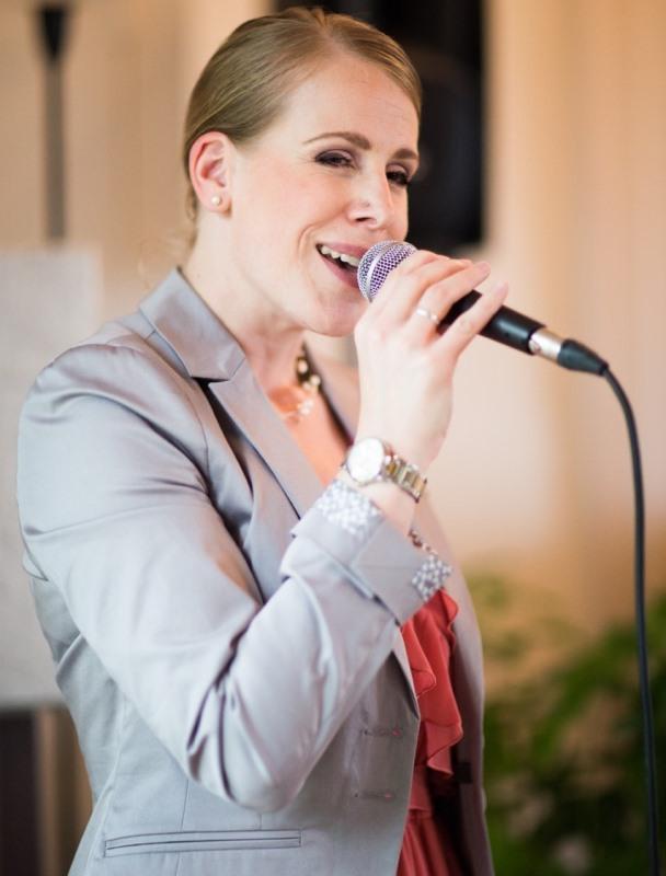 Gesangsaufnahme Hochzeitssaengerin Martina Luise im Schloss Wartegg bei einer zivilen Trauung am Rorschacherberg
