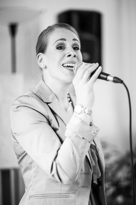 Gesangsaufnahme Hochzeitssaengerin Martina Luise im Schloss Wartegg bei einer freien Trauung am Rorschacherberg